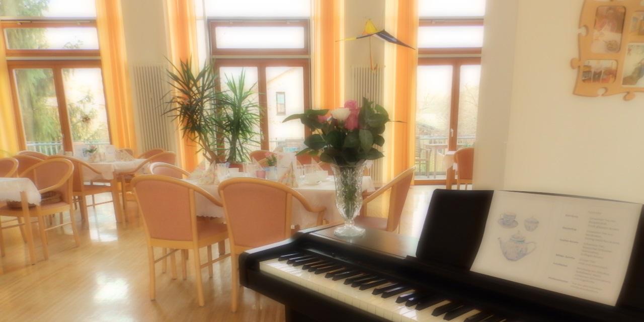 Lieder im Seniorenheim Schleusinger Straße